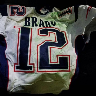 tom brady realizes his jersey is missing